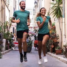 Mise au vert avec notre tee-shirt Éclipse, petit dernier de la collection d'Automne 🌘  #CoureurDuDimanche #CourirAutrement #Run #Running #Recyclé #MadeinFrance #Sport #Courir
