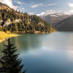 Un bon dimanche au coeur des montagnes savoyardes.  Une sortie de prévue aujourd'hui ?  📍 Lac de Saint-Guérin 📷 La belle photo par @alexis.marcellin  #CoureurDuDimanche #France #Savoie #Outdoor #Lacdeguerin